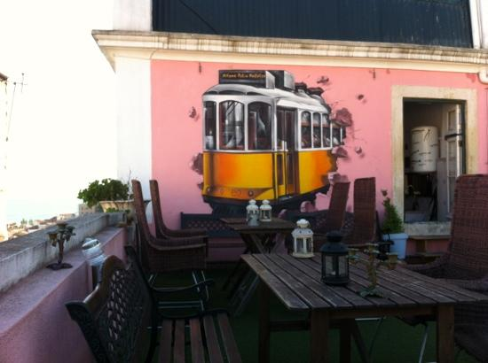 Alfama Patio Hostel: rooftop terrace