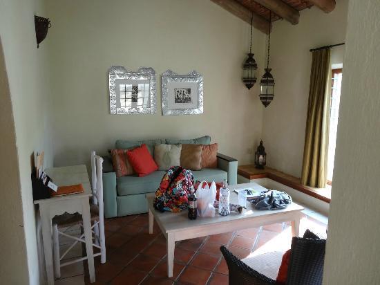 Casa do Sol: Living room area of suite