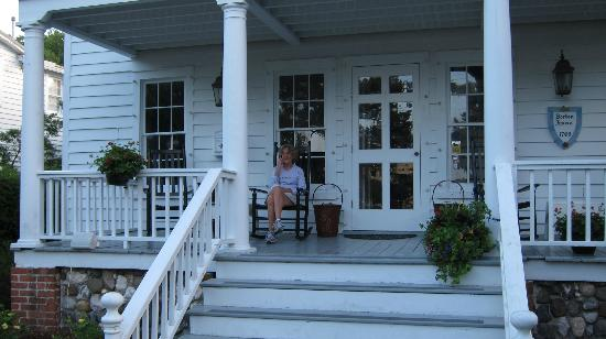 The Cedars Inn & Restaurant: rocking on the porch