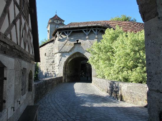Hotel Gerberhaus: entry to Rothenburg