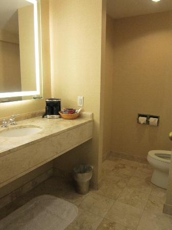 The Franklin Hotel at Independence Park, a Marriott Hotel: bathroom