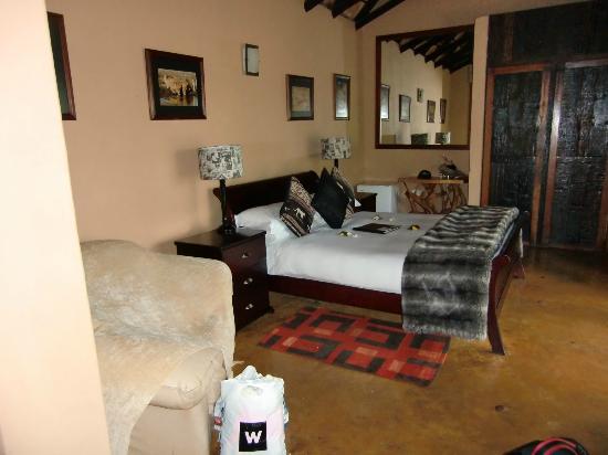 Nkorho Bush Lodge: Zimmer mit Bett