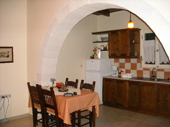 Vamos Traditional Village: Charming kitchen in our charming cottage