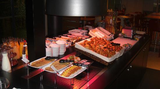 Campanile Nantes Centre - Saint Jacques : Ontbijtbuffet