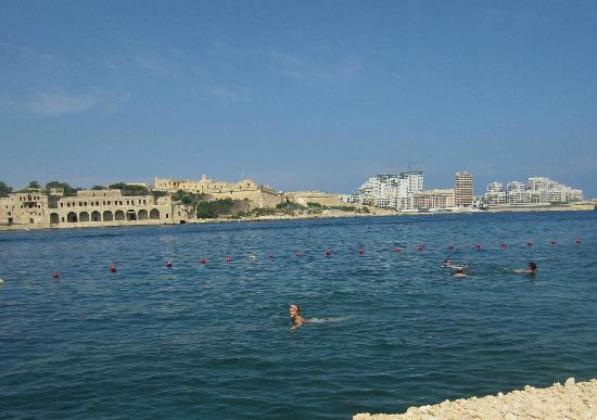 Excelsior Grand Hotel: Swimming in the sea