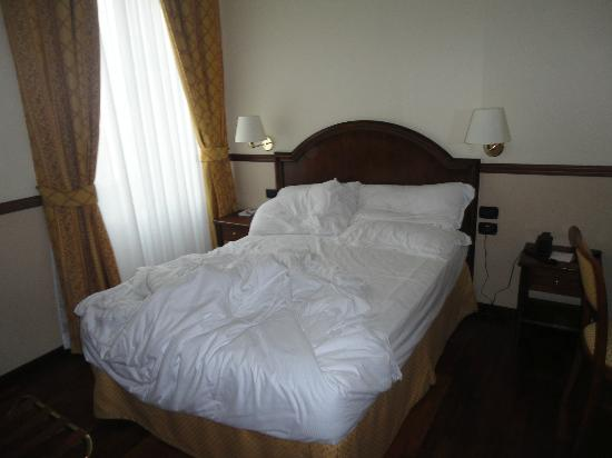 BEST WESTERN PLUS Hotel Felice Casati: Small bedroom/ comfy bed