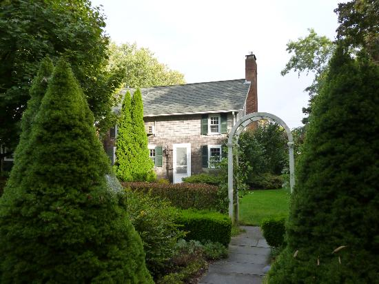 Captain's House Inn: The Carriage House (view from garden - entrance to Whirlwind)