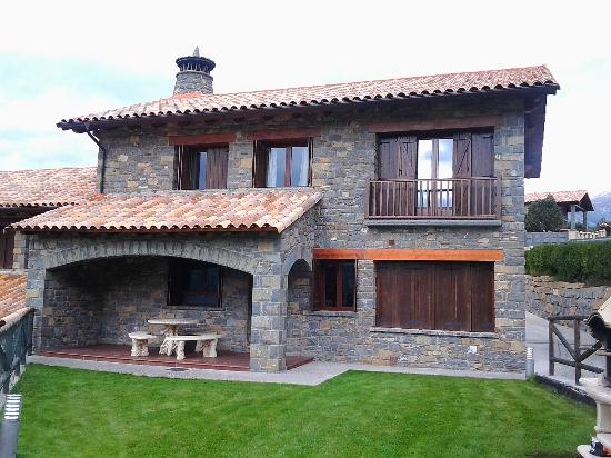 Jacuzzi terraza ordesa fotograf a de casas rurales ordesa belsierre tripadvisor - Ordesa casas rurales ...