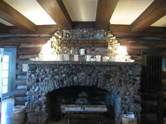 Chimney Corners Resort: Beautiful Stone Fireplace In Lodge Main Room