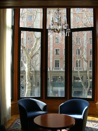 Hotel SERHS Rivoli Rambla: Sitting room view to la Rambla