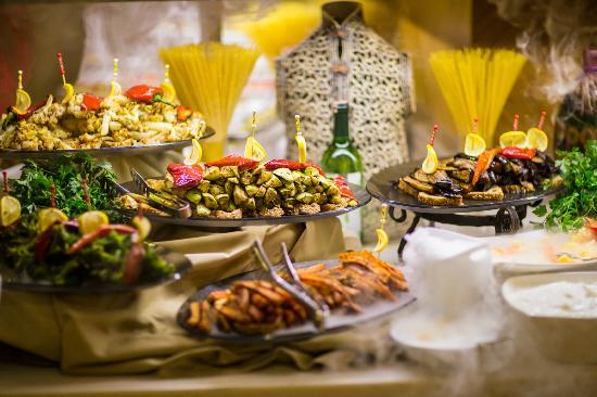Royal Dragon Otel: Selection of food