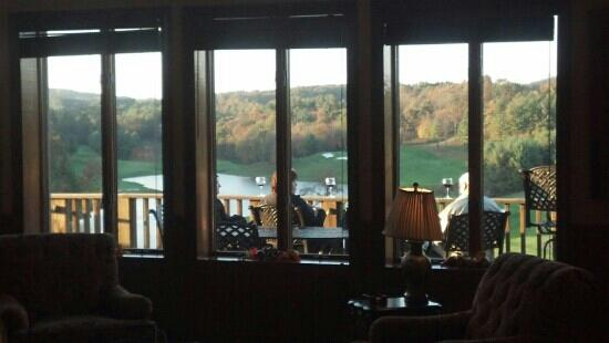 Maples Restaurant & Tavern: outdoor dining with a view