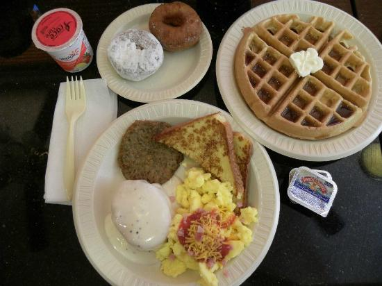 Drury Inn & Suites Frankenmuth: Free breakfast