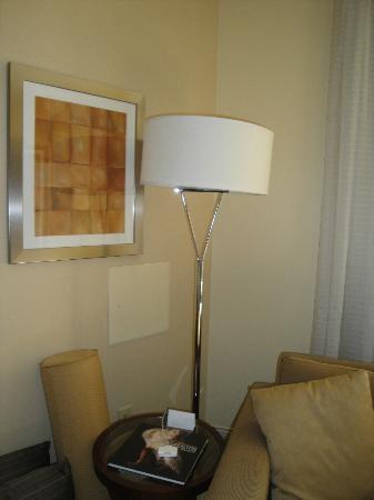 Hyatt Regency Houston: Contemporary, modern bedroom decor