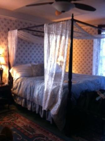 Swantown Inn & Spa: Lovely bed