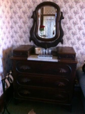 Swantown Inn & Spa: dressing table