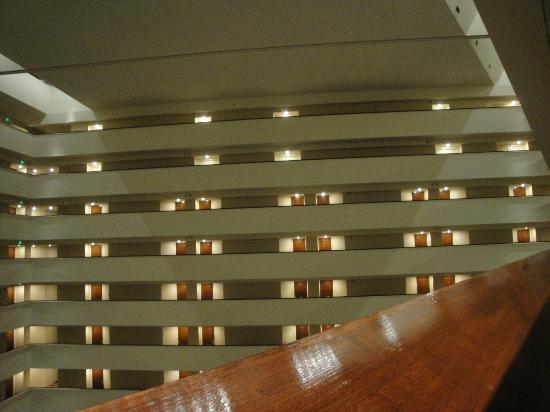 Hyatt Regency Houston: 27th floor hallway view