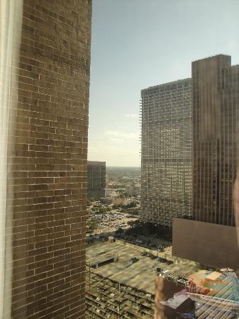 Hyatt Regency Houston: 27th floor left-side view from our bedroom