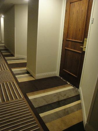 Hyatt Regency Houston: Hallway view approaching our Room #2716