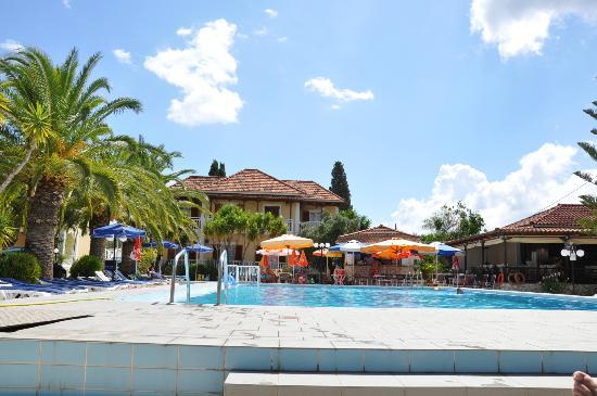 Alykes Garden Village: Pool area