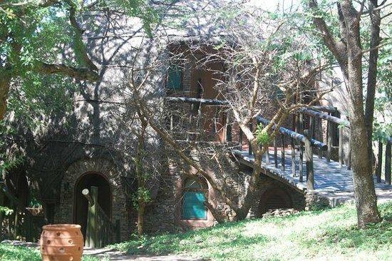 Lake Manyara Serena Lodge: Little Hobbit like rooms on the edge of the Serengeti