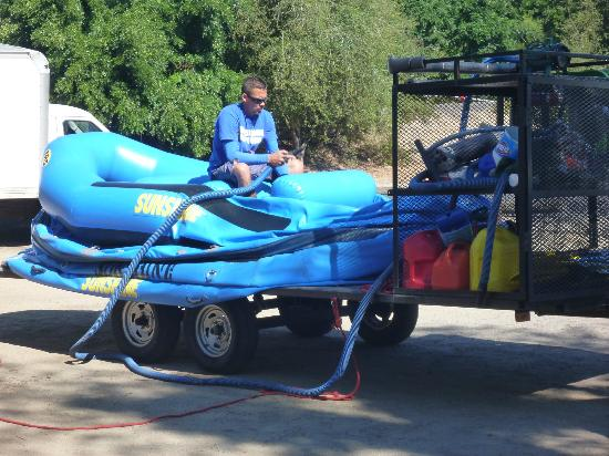 Sunshine Rafting Adventures: Staff getting the boats ready