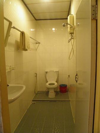 Indochine 2 Hotel & Restaurant: salle de bains