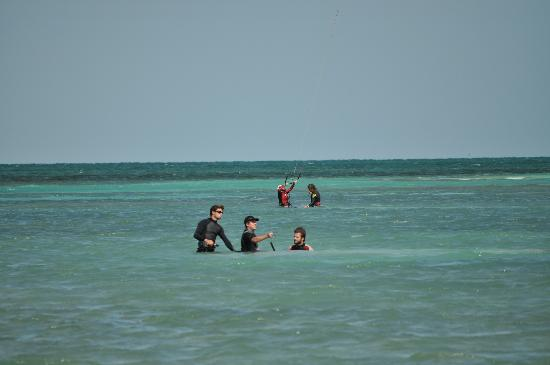 Kitexplorer San Pedro: Kiteboardign Students with Kitexplorer Instructors