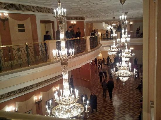 Bolschoi-Theater: Upper floors lobby