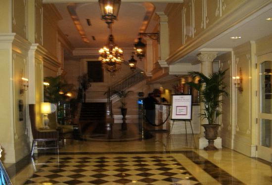 Crowne Plaza Hotel Astor-New Orleans: Astor Crowne Plaza Lobby from Canal Street Entrance