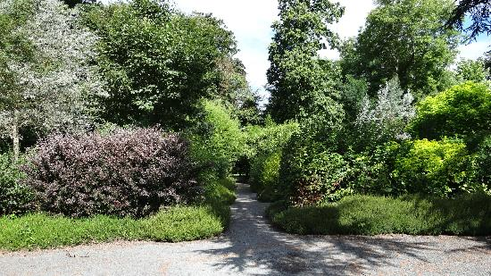 Chateau de Canisy : Botanical Garden - walk to the town
