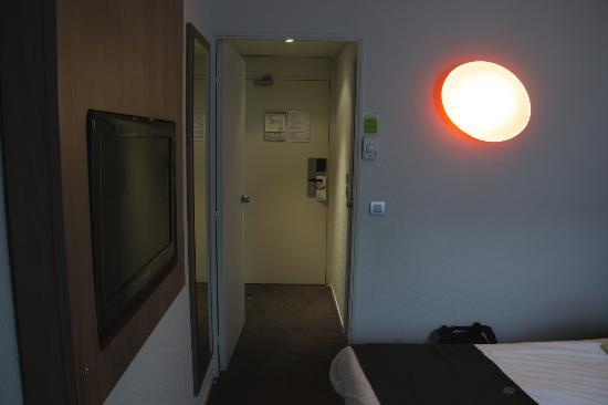 Campanile Lyon Centre - Gare Part Dieu : Inside room