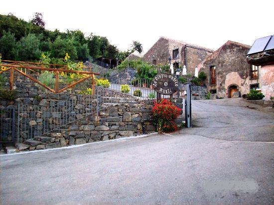 La Pietra Antica O'Munti: La pietra antica O' munti