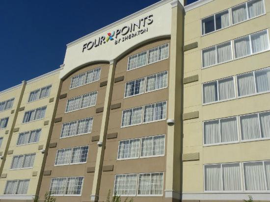 Four Points by Sheraton Kalamazoo: Side of hotel