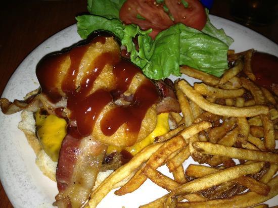Red Lion Grog Shop: BBQ Bacon Burger
