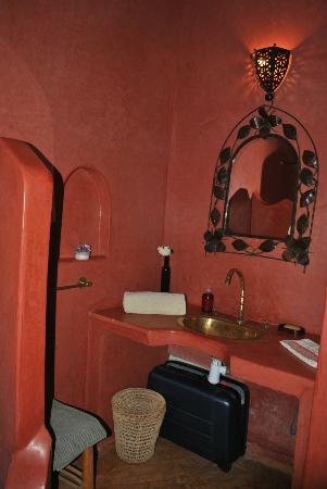 Riad Diarna: Bagno camera paprika