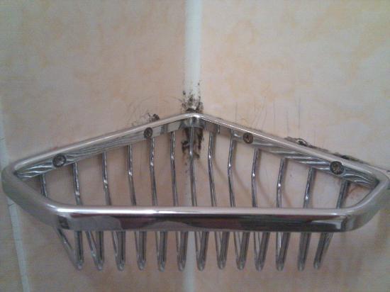 Hotel Unger beim Hauptbahnhof: Schimmel und Rost in der Dusche