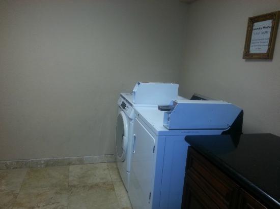 Best Western Plus Meridian Inn & Suites, Anaheim-Orange: Laundry room