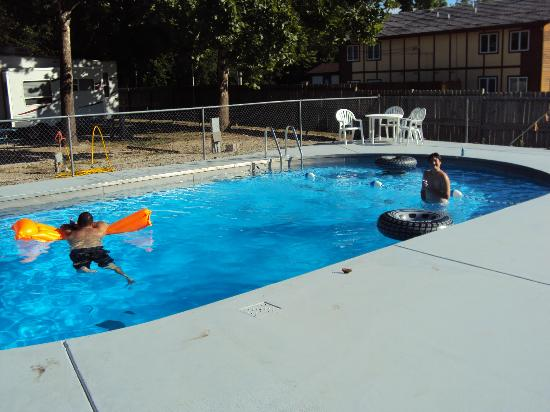 Taneycomo Lakefront Resort and RV Park: Pool