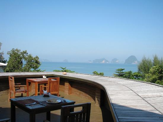 Anyavee Tubkaek Beach Resort: la terrazza della sala colazioni