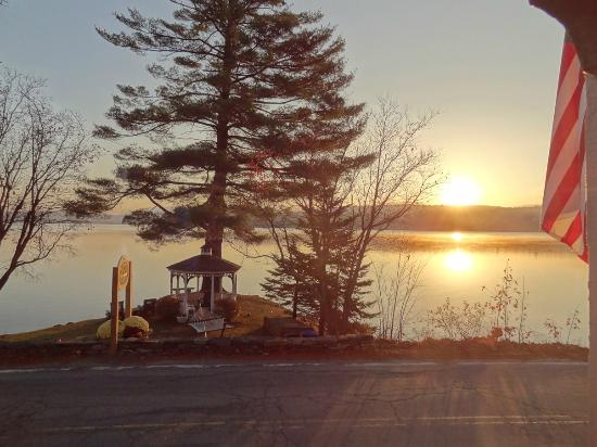 The Lake House at Ferry Point: Sun Rise