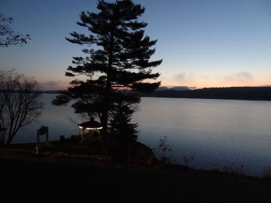 The Lake House at Ferry Point: Sun Rise at the Lake House