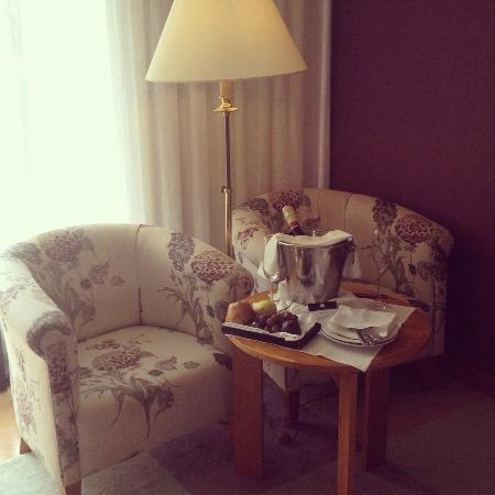 Quinta da Casa Branca: Fruit and champers and the comfiest chairs ever!