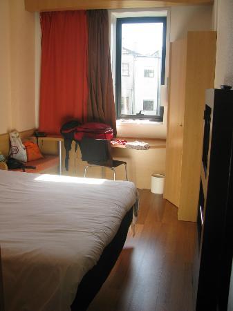 Ibis Porto Centro: Room