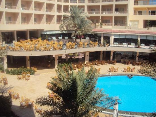 Sea Star Beau Rivage : Hotel and pool