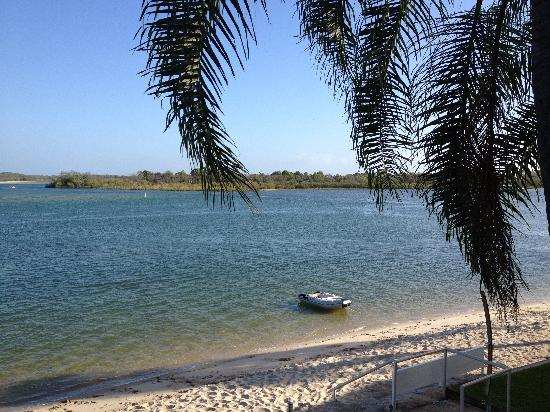 Noosa Harbour Resort: Right on the beach