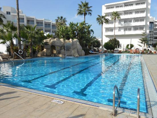 Adams Beach Hotel: The lengths pool 