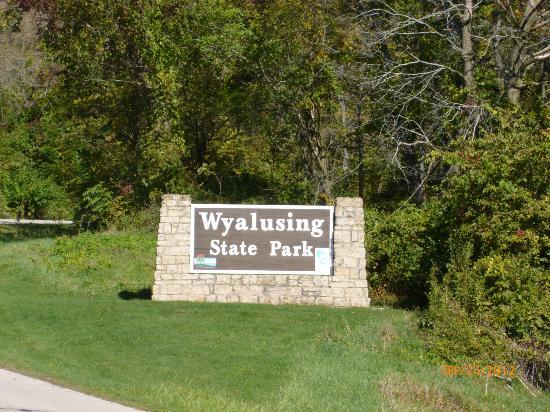 Wyalusing State Park: Park entrance