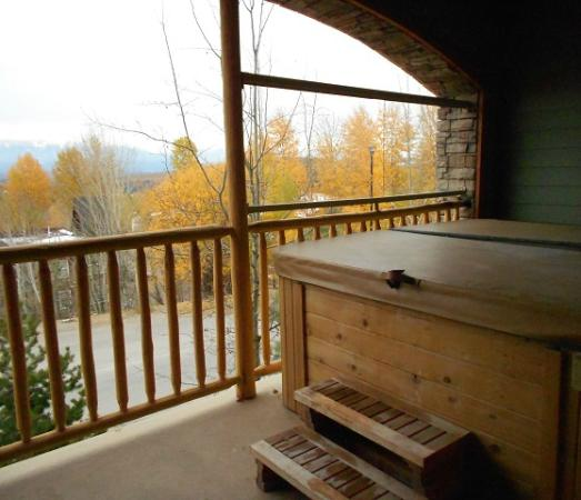 Sullivan Stone Lodge: Full Size Hot Tub on 3rd level deck