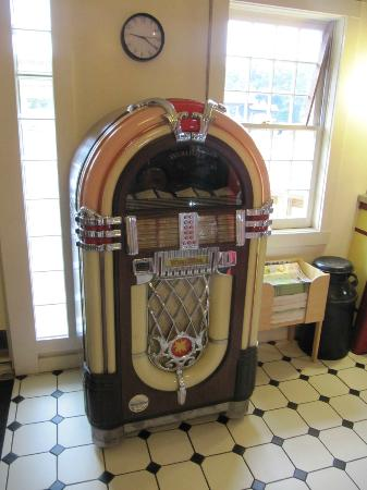 The Farmers Diner Quechee Restaurant: Jukebox